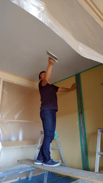 天井の塗り